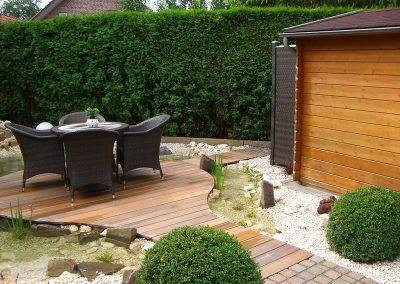 Gartengestaltung mit Holz-Terrassenbau und Teicharbeiten