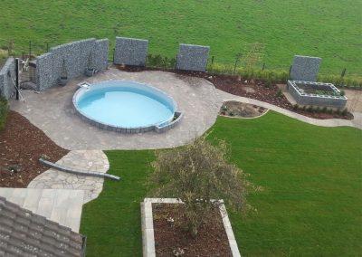 Gartengestaltung mit Terrassenbau und Pfanzarbeiten